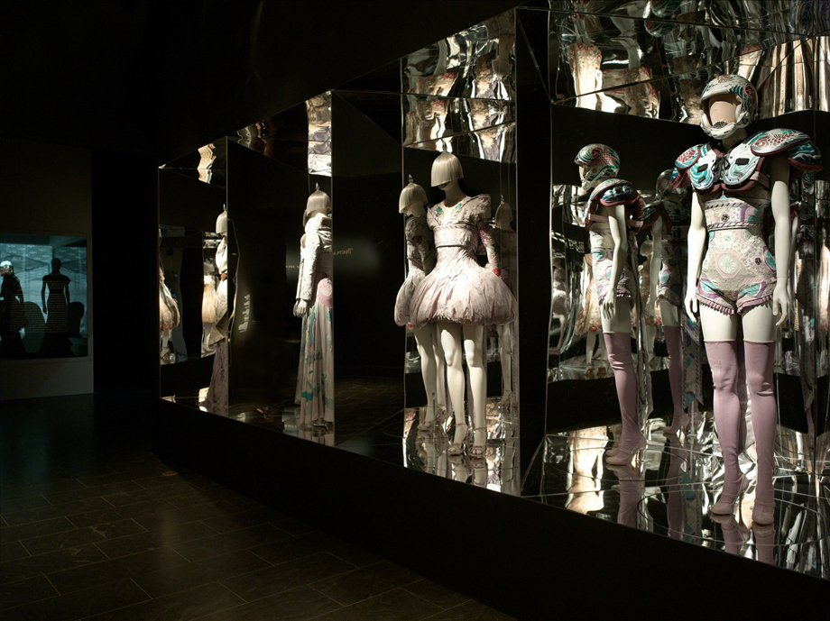 McQueen_GalleryView_RomanticExoticism