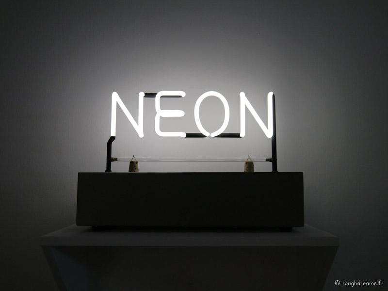 ExpoNeon_MaisonRouge_JKosuth_04
